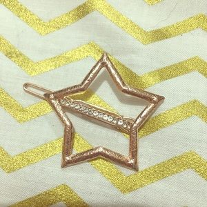Accessories - Gold star ⭐️ Hair clip with small crystal accents